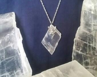 Selenite Crystal Jewelry Fairy Necklace / Raw Selenite Stone Fairy Jewelry / Raw Crystal Pendant Healing Crystal / Magic Crystal Gemstone