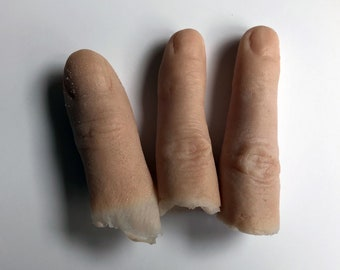 1 severed gelatine finger prosthetic prop. Perfect for TV, film, stage, halloween and cosplay.
