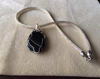 viking knit agate pendant