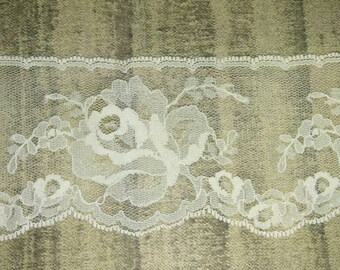 Rose motif cream colored lace 2 1/2 inch wide, deliacate, decorative lace, wedding lace, junk journal decor, home decor and many other uses