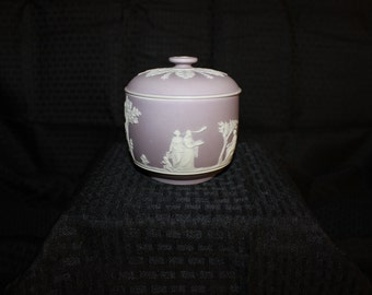 WW0083(B)Wedgwood Lilac Jasper Covered Jar