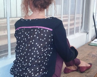 Top / blouse in black cotton / voil fabric dots / purple shiny stripe. 03716