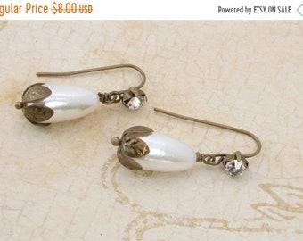 20%OFF SALE SALE-Vintage Pearl Drop Earrings, Bridal Earrings- Was 12 Now 8