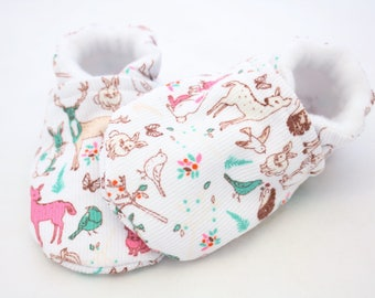 Winter corduroy baby shoes, baby shoes girl, soft sole, baby booties, winter, baby girl shoes, white reindeer, newborn, white baby shoes