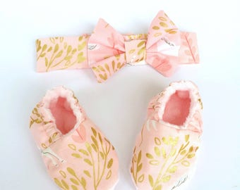 Soft sole baby booties and bow headband