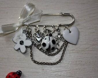 Romantic heart white flower brooch