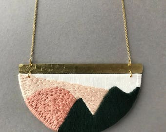 MAHLER - Linen, Thread and Gold Necklace - Blush and Forest Green