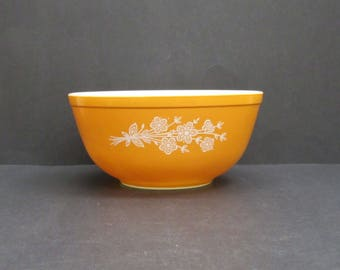 Vintage Pyrex 'Butterfly Gold' 403 Mixing Bowl (E9741)