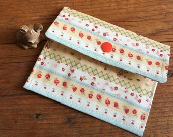 Coin Purse, gift card holder, small floral pattern Wallet, flowered purse, small purse, kamsnap, tiny houses, cotton fabric, Kawaii fabric