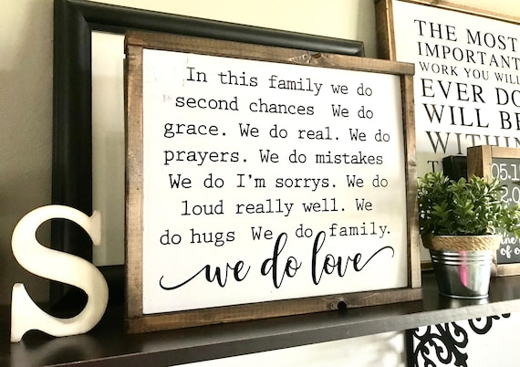 Farmhouse Sign | In This Family We Do | Family Sign | In This Family Sign | We Do Love | Fixer Upper | Modern Farmhouse | Family Love Sign