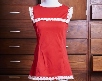 1960s Flirty Fitted Red Sleeveless Top with White Eyelet Lace Trim