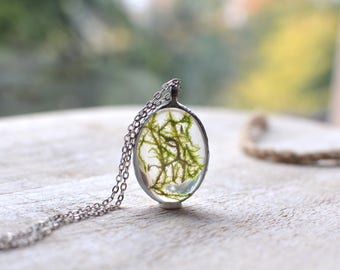 Large MOSS terrarium pendant necklace oval, gift for her, plant jewelry, pewter jewelry, bridesmaid gift, woodland forest,pressed flower