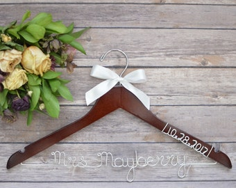 Bridal Hanger, Wedding Dress Hanger, Personalized Wedding Hanger, Wedding Hanger, Bride Hanger, Bride Name Hanger, Custom Bride Hanger