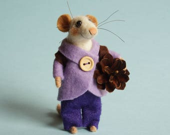 Felted mouse Needle felted Mouse traveler Mouse with backpack and pine cone Gift Dollhouse Mouse Felting dreams ornament Christmas ornament