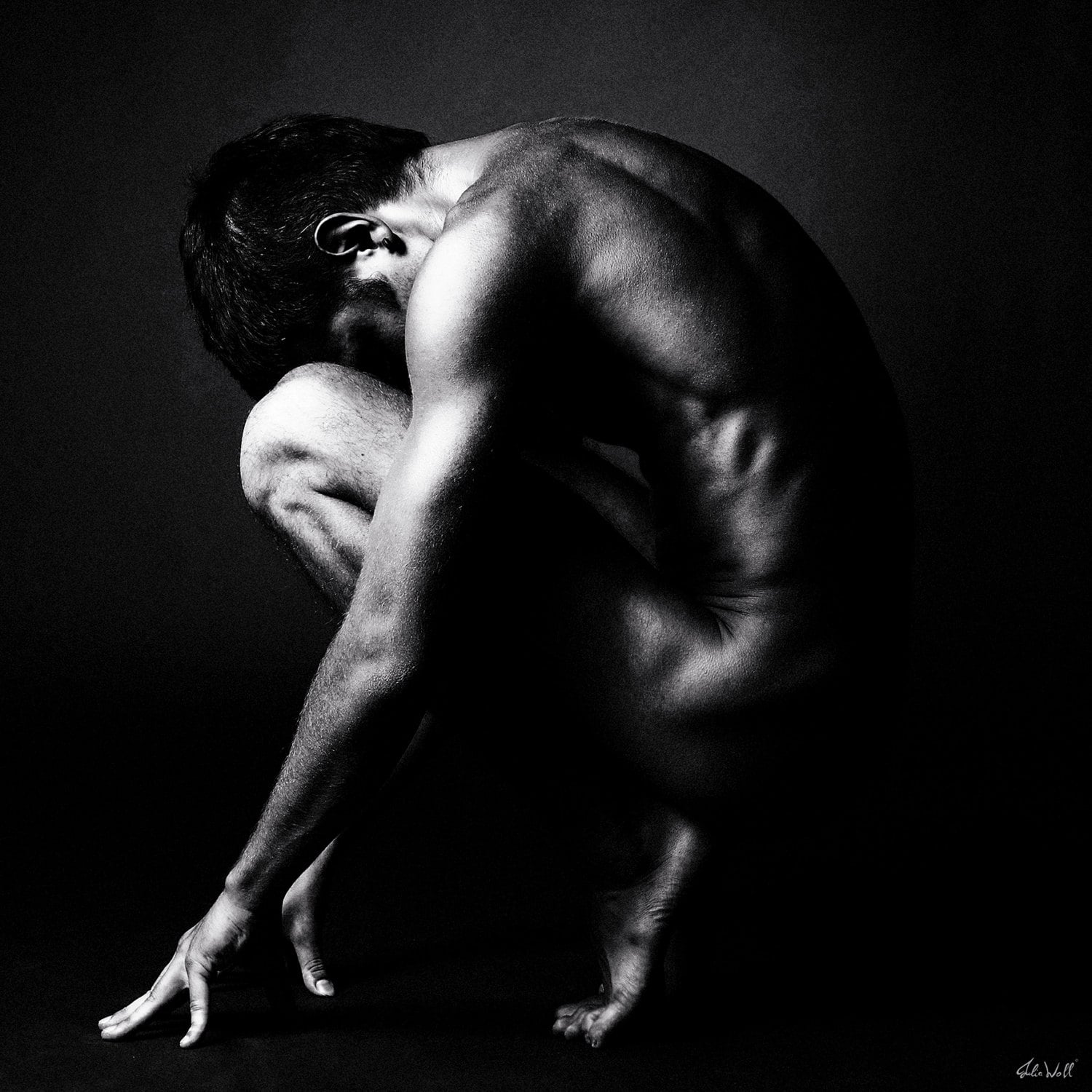 naked-men-photographs-black-and-white