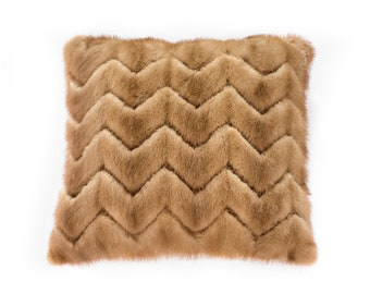 Decorative cushion made from recycled fur