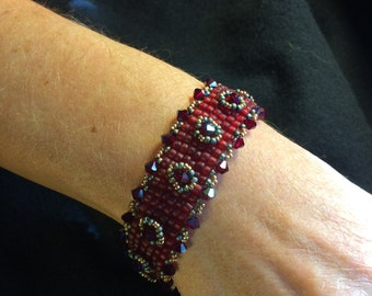 NO 90 Hand Woven Crystal and Glass Beaded Bracelet