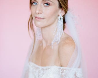 Elegant Ostrich Feather Veil