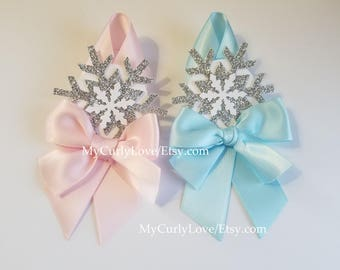 24 Snowflake Guest Favors Pins/Snowflake Baby Shower Pin/It's Cold Outside Guest Pins/Frozen Pins/Onederland Birthday Pins/Onederland Favors