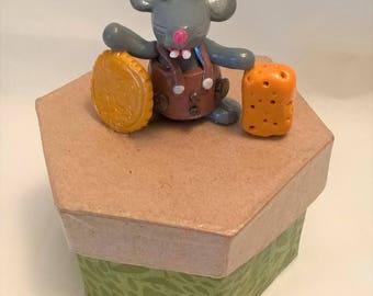 Box teeth - Brown mouse