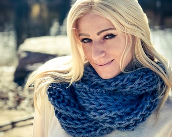 Blue Infinity Scarf, Blue Knit Cowl, Chunky Scarf, Chunky Cowl, Long Thick Scarf, Infinity Cowl, Womens Scarf, Blue Cowl Scarf, Loop Cowl