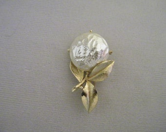 Vintage Sarah Coventry Pearl Goldtone Flower Pin