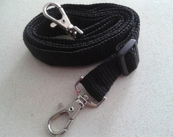 Adjustable handle with carabiners for bag