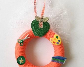 Teacher Gift, Teacher Ornament, School Mini Wreath, Shoelace Mini Wreath, Orange Shoelace Ornament, Gift for Teacher, School Decor