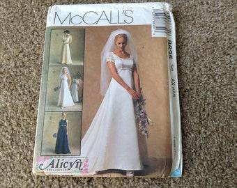 Vintage McCall's 8635 Ladies  Wedding Dress /bridesmaid dress  4-6-8 uncut
