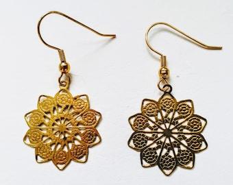 Medallion earrings in brass
