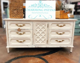 SALE: THOMASVILLE DRESSER Console Table, Vintage, Carved Detail, Buffet, Entryway Table, Entertainment Center, Cream, Gold hardware