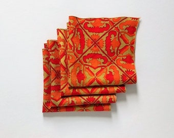 Vintage cloth dinner napkins - set of 4 - red, orange, and tan pattern - 15.5 inches square