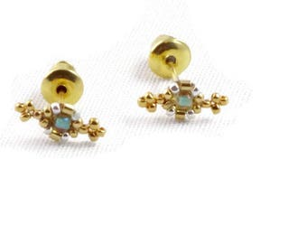 microphone earrings embroidered Czech beads gold and green water