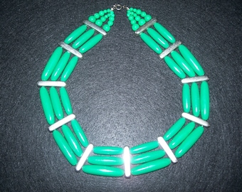 FREE U.S. SHIPPING--Gorgeous Vintage Green Collar Necklace