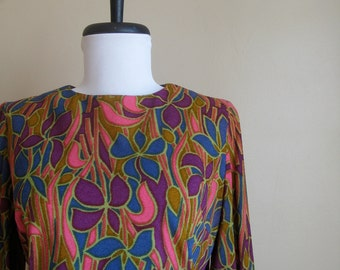 Robe à fleurs vintage des années 1960.  Retro Flowers.  Garniture à volants.