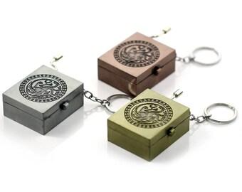 Game of Thrones Winter Coming Stark Hand Crank Music Box Keychain