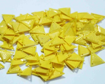 100 Yellow Triangle shape sequins/KBTS321