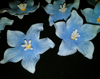 28 Edible DELPHINIUM- 3 sizes -Sugar flowers / gum paste / fondant  flowers / cake or cupcake decorations / cake or cupcake topper