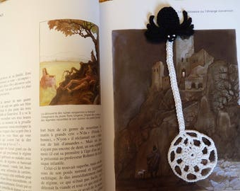 Bookmark spider and its Web crochet