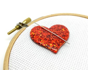 Red heart needle minder - magnet for cross stich - glitter resin heart needle nanny - needleminder for embroidery