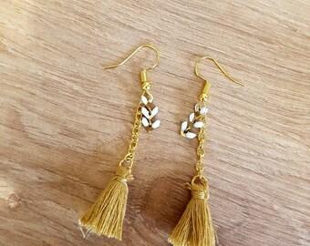 Lovely earrings gold, white and beige