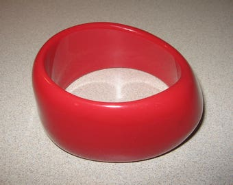 Older Large Chunky Red Plastic  Bracelet  vintage Costume Jewelry #2769