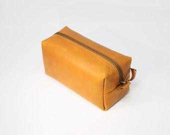 Groomsmen Gift! Leather Dopp Kit Personalized with Initials, Men's Toiletry Bag, Shaving Bag, Gift for Groomsmen, Monogrammed Gift