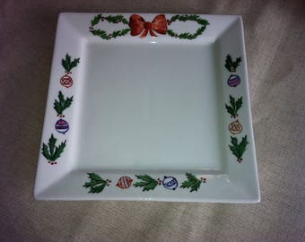 Empty pocket or small Dish porcelain Christmas motifs: Holly, balls and a big bow