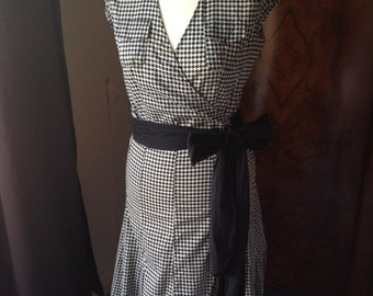 Vintage dogtooth check dress, retro 50's mad men style, houndstooth, short sleeves, belted, wrapover