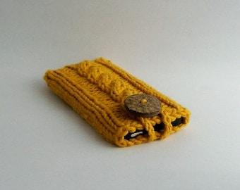 Gold Phone Case Cotton Knit Fabric Coconut Button Crochet Loop Office Gadget Case Mobile