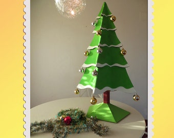 Cardboard Christmas tree. DIY
