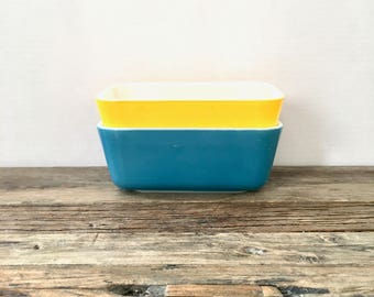 Blue and Yellow Pyrex dishes /  refrigerator pyrex no lids / 0502