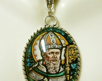 Saint Patrick pendant and chain - AP09-215