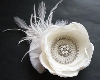 SHIP READY White Flower Feather Bridal Fascinator Large Rhinestone Pearl Bride Headpiece Gatsby Wedding Hairpiece Hair Clip Girls Communion